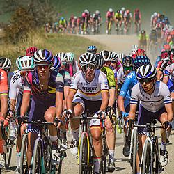 12-09-2020: Wielrennen: Giro Rosa: Arcidosso<br /> Peloton in Toscaans Landschap met Marianne Vos