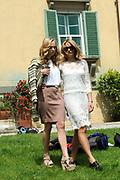 Castpresentatie romantische komedie Toscaanse Bruiloft in Villa Rossi Lucca, Italie<br /> <br /> Op de foto:  Lieke van Lexmond en Carolien Spoor