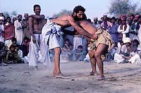 Kuchti, Local wrestle, Wrestler, Sind province, Pakistan // Pakistan, Sind, tournoi de lutte dans un village