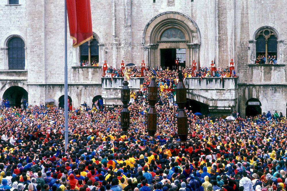 Gubbio 15 MAY1998..Festival of the Ceri..The raising, ?Alzata? of the Ceri  the morning..http://www.ceri.it/ceri_eng/index.htm..