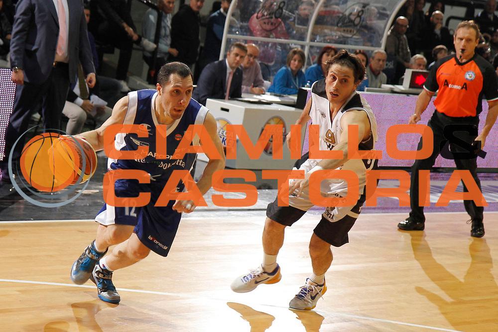 DESCRIZIONE : Caserta Lega A 2012-13 Juve Caserta chebolletta Cantu<br /> GIOCATORE : Nicolas Mazzarino<br /> CATEGORIA : palleggio<br /> SQUADRA : chebolletta Cantu<br /> EVENTO : Campionato Lega A 2012-2013 <br /> GARA : Juve Caserta chebolletta Cantu<br /> DATA : 02/12/2012<br /> SPORT : Pallacanestro <br /> AUTORE : Agenzia Ciamillo-Castoria/A. De Lise<br /> Galleria : Lega Basket A 2012-2013  <br /> Fotonotizia : Caserta Lega A 2012-13 Juve Caserta chebolletta Cantu