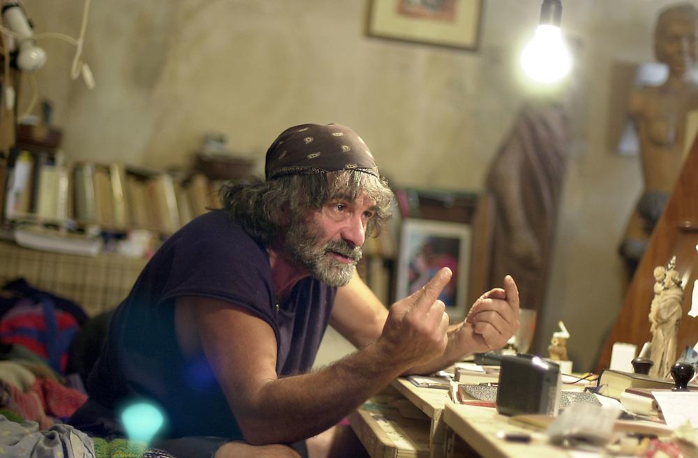 20 OCT 2004 - Erto (PN) - Mauro Corona, scrittore, alpinista, scultore, nel proprio studio :-: Italian writer, sculptor and climber Mauro Corona, at home.