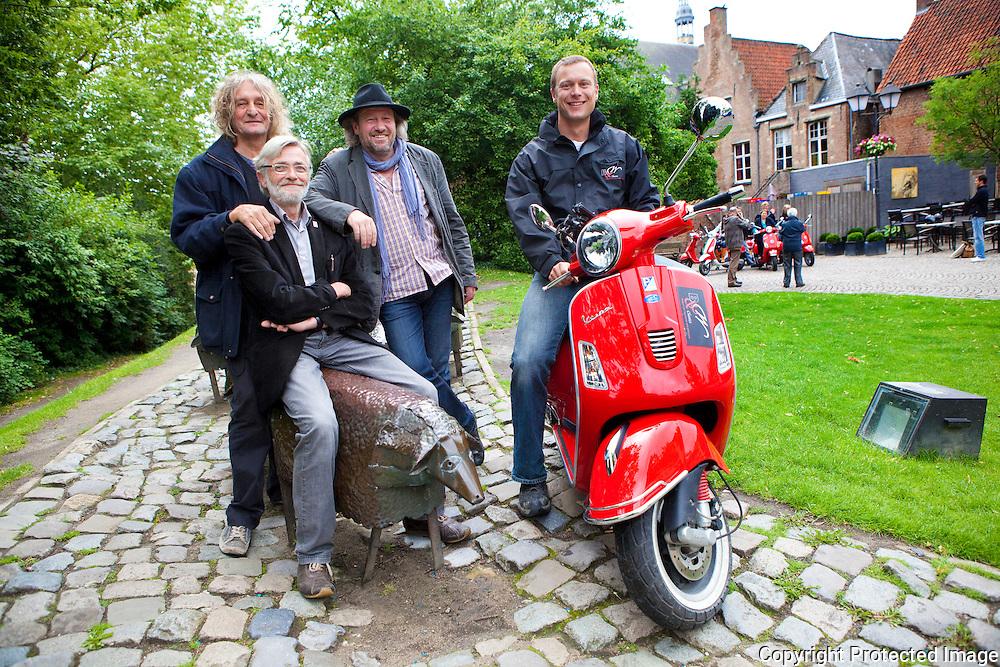 357955-persco. programma NeteEffecten 2011-B&W Classics VespaTours-Zimmerplein Lier-Mark Boon, Fons Teijssen, Dirk Baeten en Joeri Hullack (b&w classics)