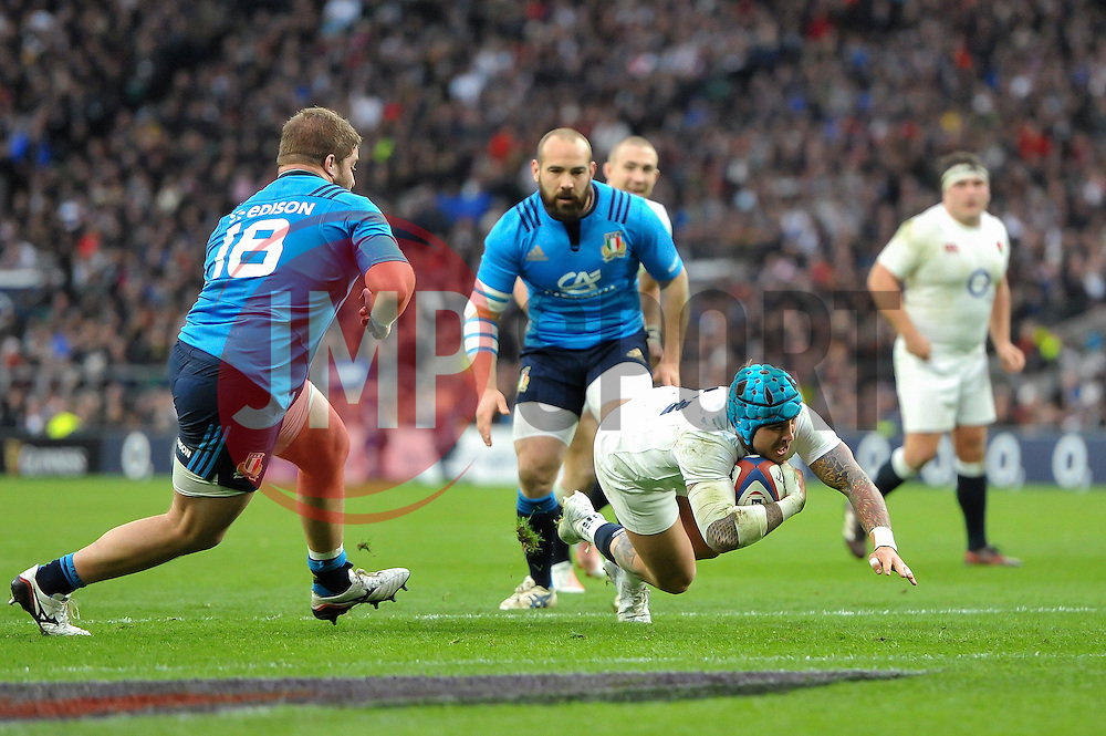 Jack Nowell of England scores his second try of the match - Mandatory byline: Patrick Khachfe/JMP - 07966 386802 - 26/02/2017 - RUGBY UNION - Twickenham Stadium - London, England - England v Italy - RBS Six Nations Championship 2017.