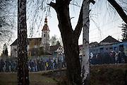 Flüchtlinge am Grenzübergang Sentilj -Spielfeld (Slowenien - Österreich). Geflüchtete kommen mit einem Sonderzug im slowenischen Sentilj an und werden in das Transitlager geführt.