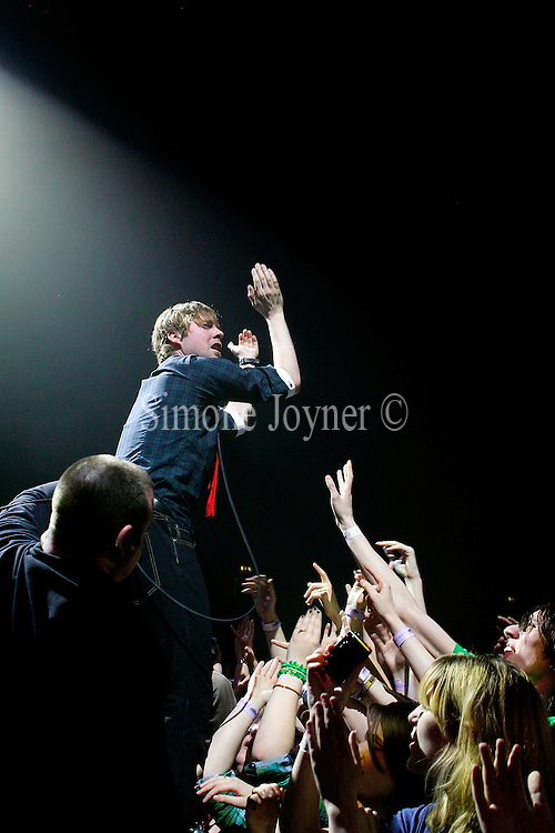 Ricky Wilson of The Kaiser Chiefs performs live at Wembley Arena on March 6, 2009 in London, England.  (Photo by Simone Joyner)