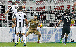 22.10.2016, Stadio Giuseppe Meazza, Mailand, ITA, Serie A, AC Milan vs Juventus Turin, 9. Runde, im Bild Donnarumma gol annullato a Pjanic // Donnarumma goals not validated to Pjanic during the Italian Serie A 9th round match between AC Milan and Juventus Turin at the Stadio Giuseppe Meazza in Mailand, Italy on 2016/10/22. EXPA Pictures © 2016, PhotoCredit: EXPA/ laPresse/ Spada<br /> <br /> *****ATTENTION - for AUT, SUI, CRO, SLO only*****