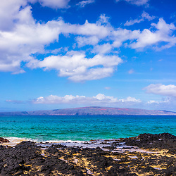 Maui Secret Cove Paako Beach is a beautiful and popular beach in Kihei Hawaii. In the background is Kaho'olawe Island Reserve along Ahihi Bay in the Pacific Ocean. Copyright ⓒ 2019 Paul Velgos with All Rights Reserved.