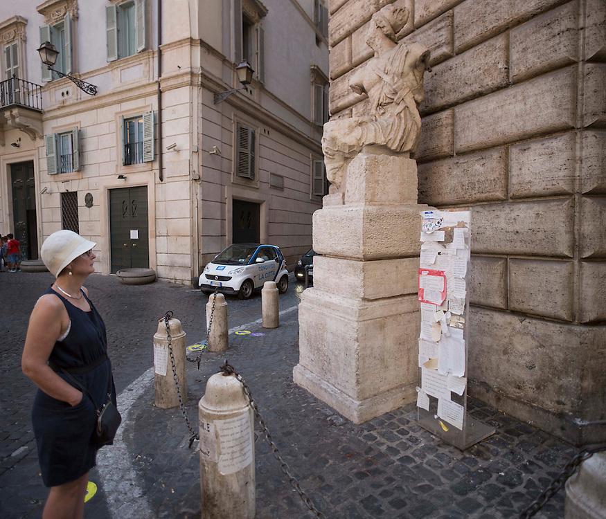 la statua parlante pi&ugrave; famosa Pasquino a Roma,<br /> the most famous talking statue Pasquin in Rome
