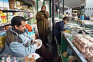 Roma, 15/01/2003 : famiglia del Bangladesh gestisce un banco di alimentari al Mercato Esquilino - Bangladesh's family runs a food bench of the Esquilino Market.©Andrea Sabbadini