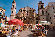 CUBA, HAVANA (HABANA VIEJA) arts and crafts market in the Plaza before La Catedral de San Cristobal de la Habana, built in 1787