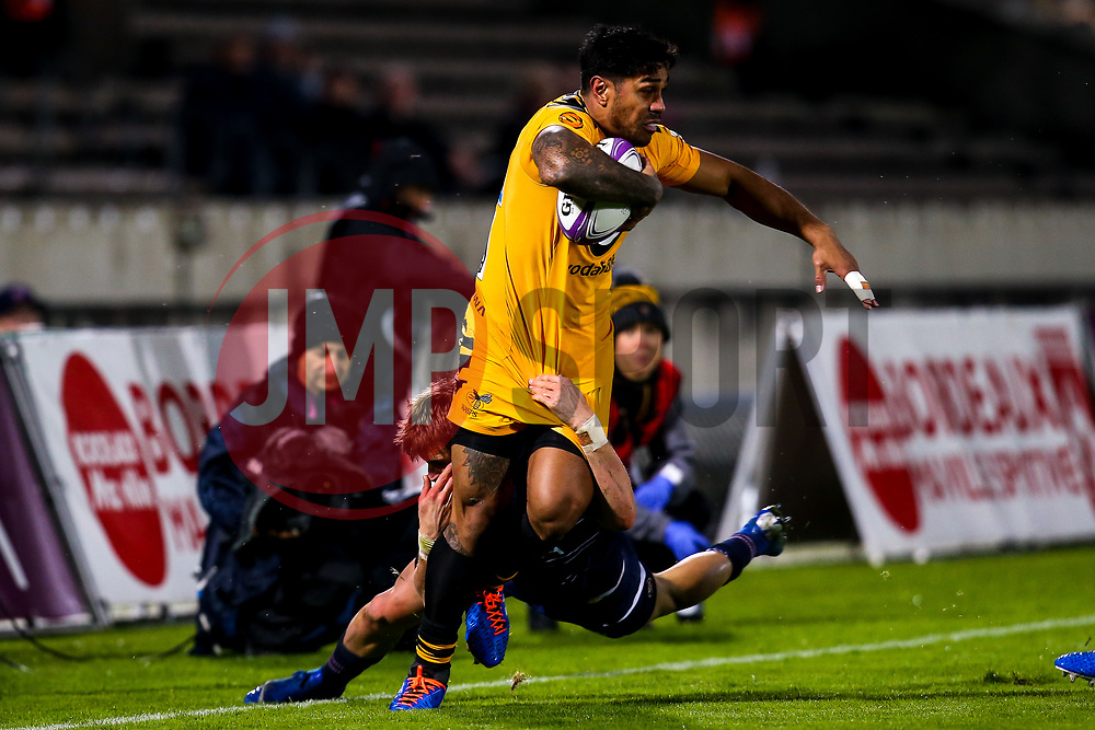 Malakai Fekitoa of Wasps is tackled - Mandatory by-line: Robbie Stephenson/JMP - 16/11/2019 - RUGBY - Stade Jacques Chaban-Delmas - Bordeaux,  - Bordeaux-Begles v Wasps - European Rugby Challenge Cup