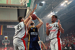 11.06.2011, Stechert Arena, Bamberg, GER, BBL, 3. Playoff Finale Brose Baskets Bamberg vs Alba Berlin, im Bild:.Miroslav Raduljica (Berlin #17) gg Tibor Pleiß / Pleiss (Bamberg #21)(links) und Brian Roberts (Bamberg #22).EXPA Pictures © 2011, PhotoCredit: EXPA/ nph/  Will       ****** out of GER / SWE / CRO  / BEL ******