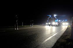 Am Freitag abend versucht die Polizei das Camp Metzingen zu räumen, muss nach einer Stunde das feld räumen. Die Polizei rückt kurz vor Mitternacht mit Wasserwerfern und Räumfahrzeugen gegen das Camp in Metzingen vor. <br /> <br /> Ort: Metzingen<br /> Copyright: Christina Palitzsch<br /> Quelle: PubliXviewinG