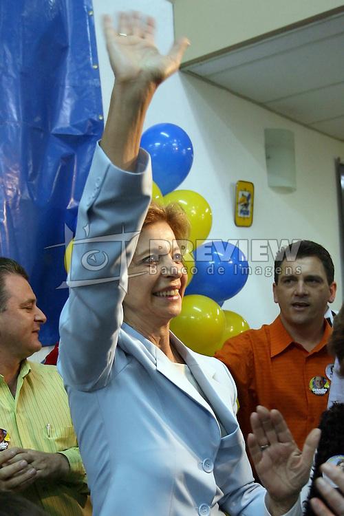 A candidata ao governo do Estado do RS, Yeda Crusius chega a sede do PSDB, em Porto Alegre neste domingo 1 de outubro de 2006. FOTO: JEFFERSON BERNARDES/PREVIEW.COM