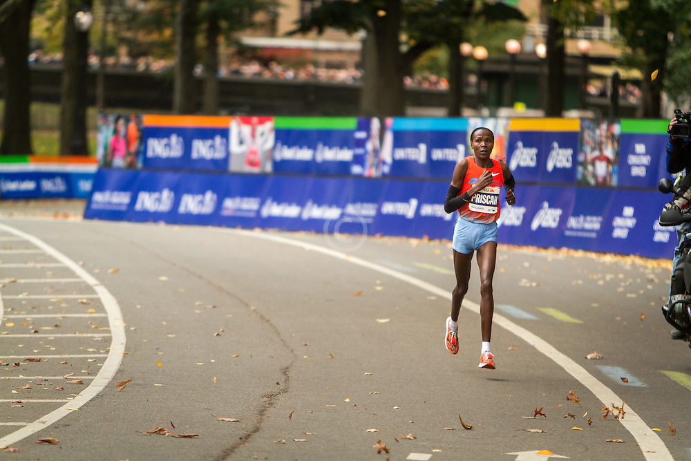 ING New York City Marathon: Priscah Jeptoo, Kenya, winning race with 400 meters to go