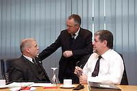 09 JAN 2005, BERLIN/GERMANY:<br /> Harald Ringstorff, SPD, Ministerpraesident Mecklenburg-Vorpommern, Hans Eichel, SPD, Bundesfinanzminister, und Kurt Beck, SPD, MInisterpraesident Rheinland-Pfalz, (v.L.n.R.), im Gespraech, vor Beginn der Sitzung des SPD Praesidiums zum Auftakt der Klausurtagungen, Willy-Brandt-Haus<br /> IMAGE: 20050109-01-003<br /> KEYWORDS: Präsidium, Gespräch