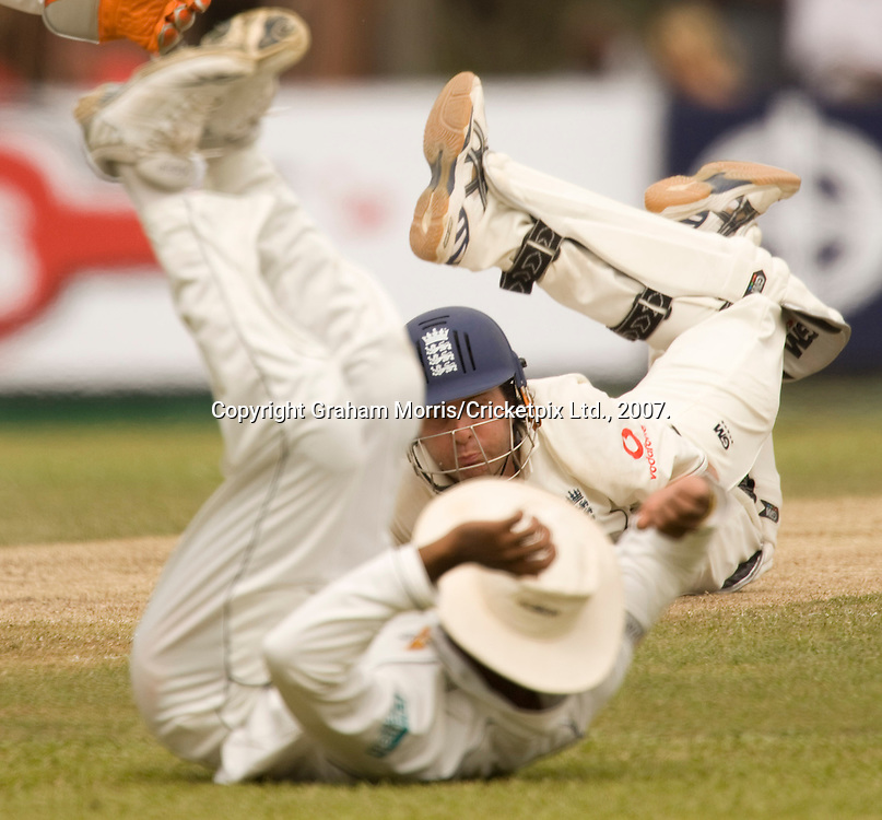 Michael Vaughan dives back behind his crease after slip fielder Mahela Jayawardene tries to run him out off the bowling of Muttiah Muralitharan during the first Test Match between Sri Lanka and England at the Asgiriya Stadium, Kandy. Photograph © Graham Morris/cricketpix.com (Tel: +44 (0)20 8969 4192; Email: sales@cricketpix.com)