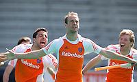 ROTTERDAM - HOCKEY -  ILLUSTRATIE - Vreugde bij Bily Bakker  voor de oefenwedstrijd tussen de mannen van Nederland en Engeland (2-1) .  links Valentin Verga, rechts klaas Vermeulen. FOTO KOEN SUYK