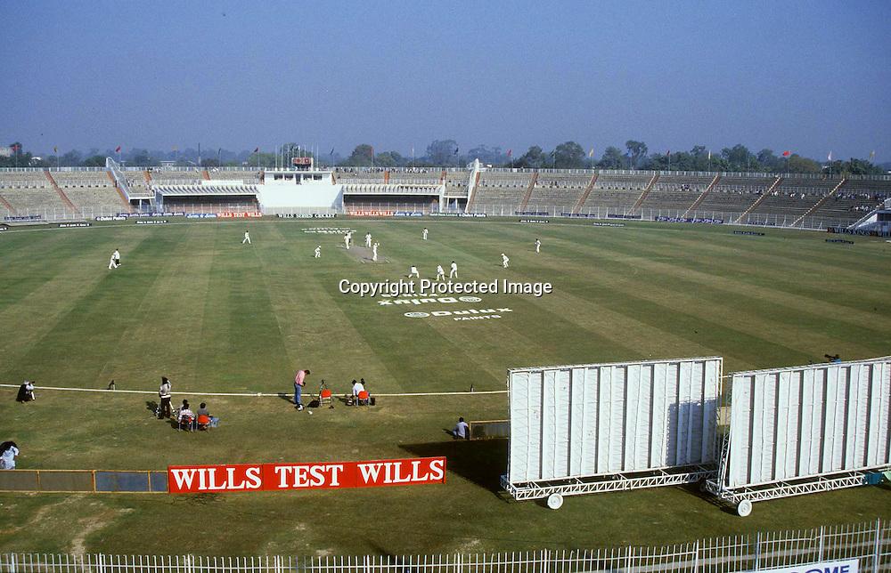 General View of the Gadaffi Stadium Lahore 1987. Photo © Graham Morris (Tel: +44 [0]20 8969 4192/Email: sales@cricketpix.com) Ref. No. 87615c01