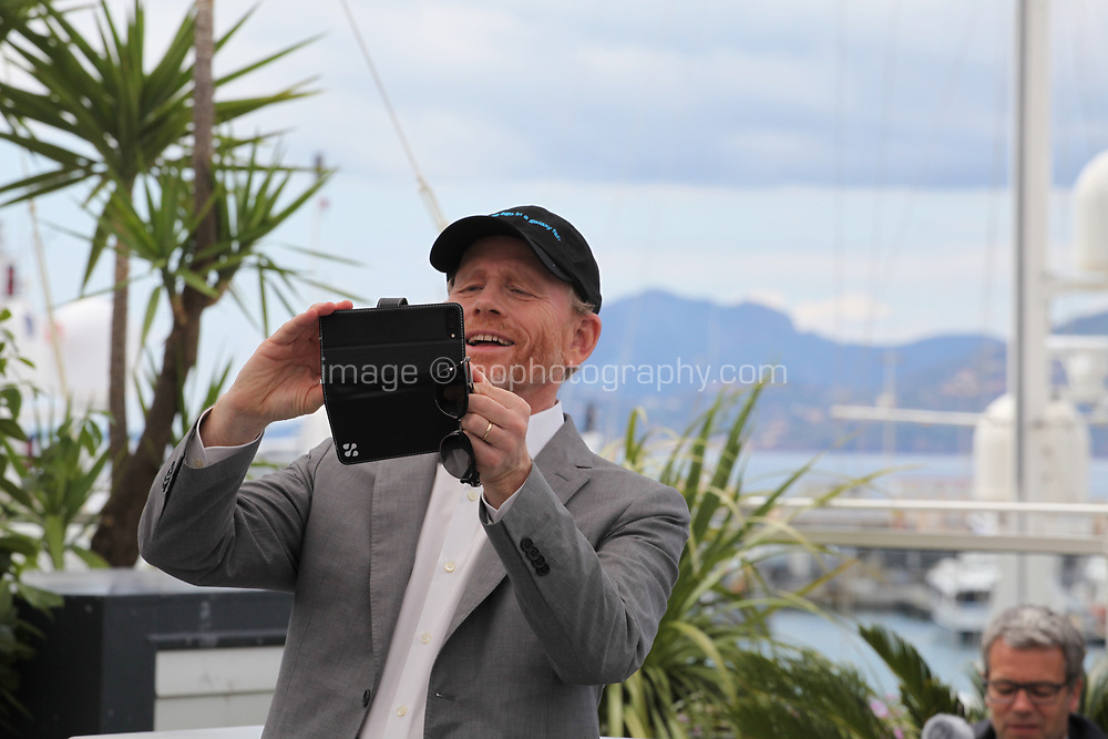 Director Ron Howard photographing the press photographers at the Solo: A Star Wars Story film photo call at the 71st Cannes Film Festival, Tuesday 15th May 2018, Cannes, France. Photo credit: Doreen Kennedy