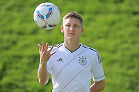 FUSSBALL   INTERNATIONAL  SAISON 2011/2012    06.01.2012 Bastian SCHWEINSTEIGER (Deutschland) im neuen Nationaltrikot der EM 2012 mit Ball