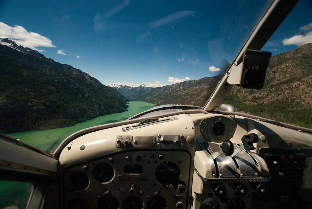 De Havilland Beaver Cockpit Above Lake Chelan, Lake Chelan National Recreation Area, North Cascades National Park, Stehekin, Washington, US, June 2007