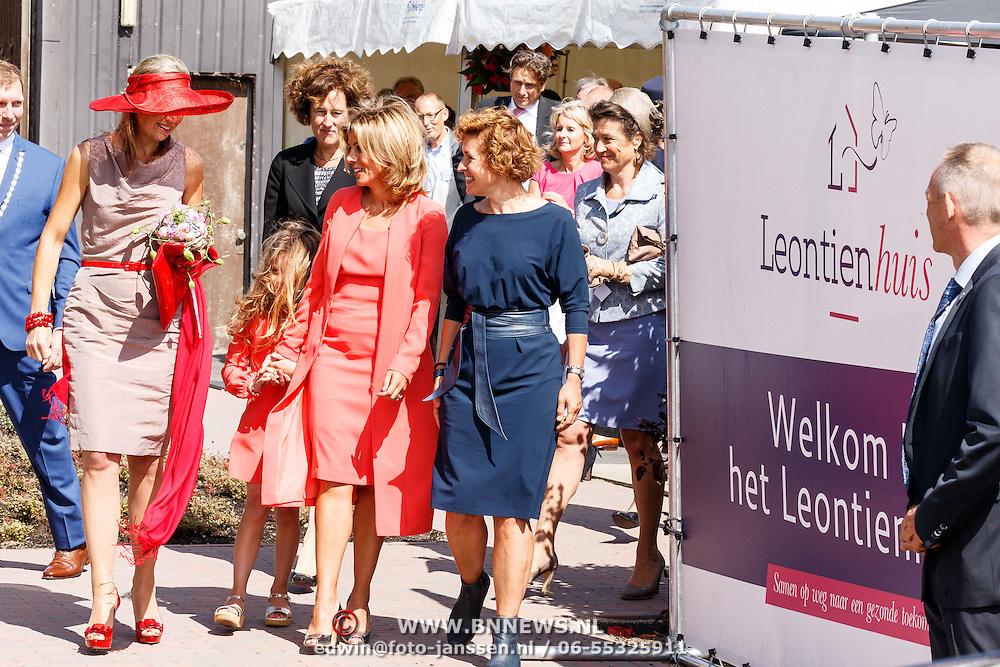 NLD/Zevenhuizen/20150709 -  Koningin Maxima opent het Leontienhuis, een initiatief van oud-wielrenster Leontien Zijlaard-van Moorsel, Leontien Zijlaard-van Moorsel en Koningin Maxima