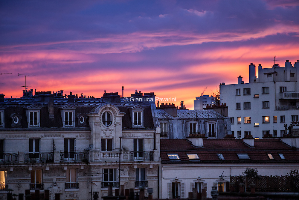 Paris landscapes, Tramonto sui tetti di Parigi patrimonio dell'UNESCO.<br /> Sunset Paris rooftop.