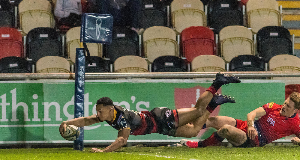 Dragons' Ashton Hewitt scores his sides second try.<br /> <br /> Photographer Simon Latham/Replay Images<br /> <br /> Anglo-Welsh Cup Round Round 4 - Dragons v Worcester Warriors - Friday 2nd February 2018 - Rodney Parade - Newport<br /> <br /> World Copyright © Replay Images . All rights reserved. info@replayimages.co.uk - http://replayimages.co.uk