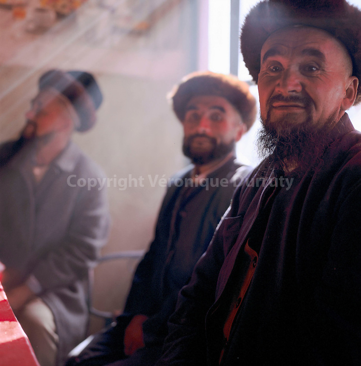 HOMMES DE LA MINORITE OUIGHOUR, KASHGAR, XINJIANG, CHINE