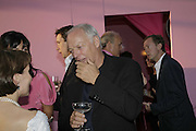 Sarah sands and David Gilmour, The Summer Party sponsored by Yves St. Laurent. Serpentine Gallery. 11 July 2006. . ONE TIME USE ONLY - DO NOT ARCHIVE  © Copyright Photograph by Dafydd Jones 66 Stockwell Park Rd. London SW9 0DA Tel 020 7733 0108 www.dafjones.com