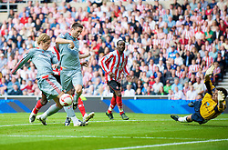 SUNDERLAND, ENGLAND - Saturday, August 16, 2008: Liverpool's Robbie Keane gets in  the way of Fernando Torres' goalbound shot against Sunderland during the opening Premiership match of the season at the Stadium of Light. (Photo by David Rawcliffe/Propaganda)