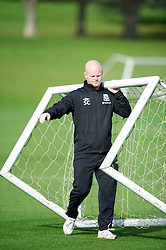 CARDIFF, WALES - Saturday, October 13, 2012: Wales' physiotherapist Sean Connelly during a recovery training session ahead of the Brazil 2014 FIFA World Cup Qualifying Group A match against Croatia at the Vale of Glamorgan Hotel. (Pic by David Rawcliffe/Propaganda)