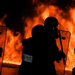 Centre National d'Entraînement des Forces de Gendarmerie (CNEFG) à Saint Astier. Formation continue des escadrons de Gendarmerie Mobile.<br /> Les mobiles sont amenés à affronter des incendies à leur proximité immédiate, et à assurer la protection des pompiers