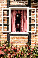 Janela de casa em estilo enxaimel na Vila Itoupava. Blumenau, Santa Catarina, Brasil. / <br /> Timber frame house window at Vila Itoupava. Blumenau, Santa Catarina, Brazil.