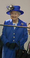 Olympia 2012 London   Aquatics Centre  28.07.2012 Koenigin Elizabeth II. schaut sich die Schwimm-Vorlaeufe an.