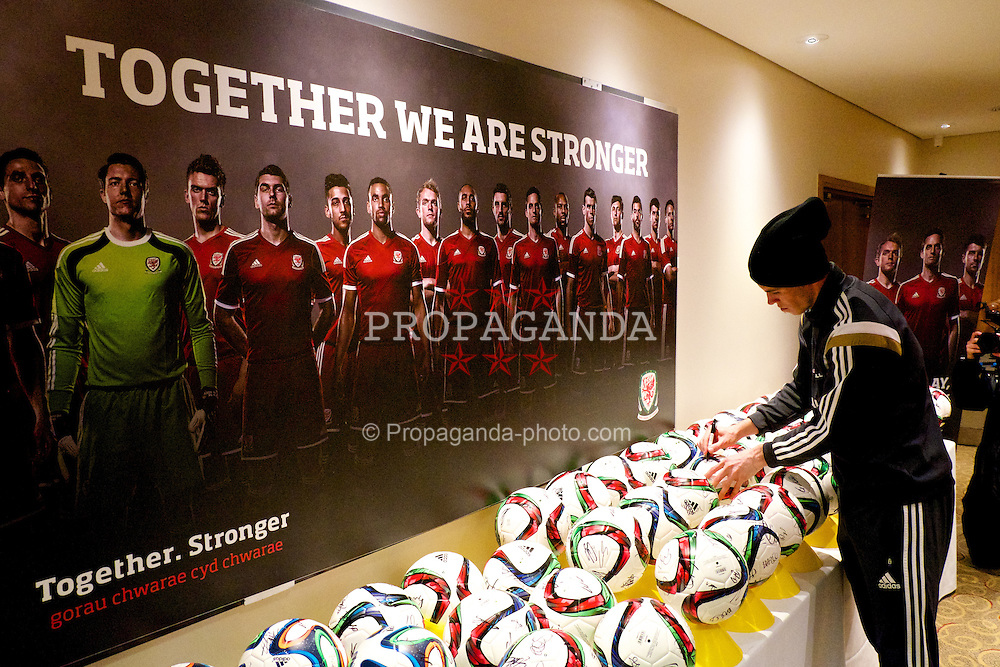 CARDIFF, WALES - Wednesday, March 25, 2015: Wales' Gareth Bale signs autographs at the Vale of Glamorgan ahead of the UEFA Euro 2016 qualifying Group B match against Israel. (Pic by David Rawcliffe/Propaganda)