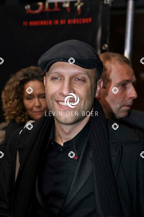 AMSTERDAM - De film Sint van regisseur Dick Maas gaat woensdag in het Muziektheater in Amsterdam in premiere. Met op de foto Hugo Metsers. FOTO LEVIN DEN BOER - PERSFOTO.NU