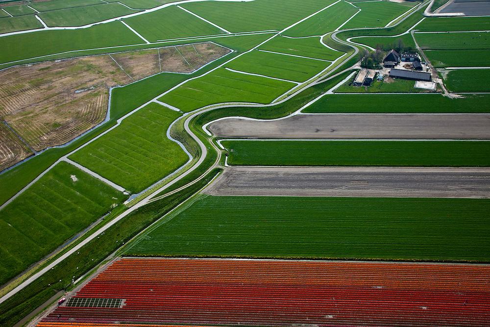 Nederland, Noord-Holland, Gemeente Schagen, 28-04-2010; Westfriese Dijk, onderdeel van de Westfriese Omringdijk, de vroegere zeewering, ten noorden van Schagen. De dijk gaat met bochten om vroegere wielen, restanten van vroegere dijkdoorbraken.<br /> Westfriese Dijk, part of the 'Westfrisian Surrounding Dike'. The dike curves around old breaches of the seawall.<br /> luchtfoto (toeslag), aerial photo (additional fee required).<br /> foto/photo Siebe Swart