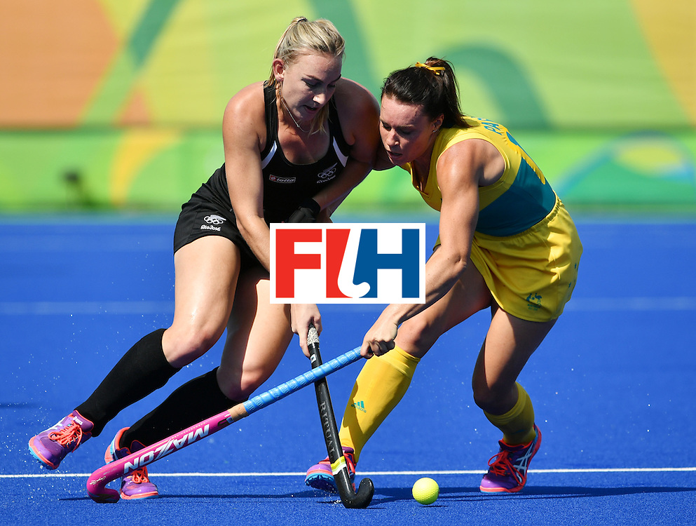 New Zealand's Liz Thompson (L) vies with Australia's Georgie Parker during the the women's quarterfinal field hockey New Zealand vs Australia match of the Rio 2016 Olympics Games at the Olympic Hockey Centre in Rio de Janeiro on August 15, 2016. / AFP / Pascal GUYOT        (Photo credit should read PASCAL GUYOT/AFP/Getty Images)