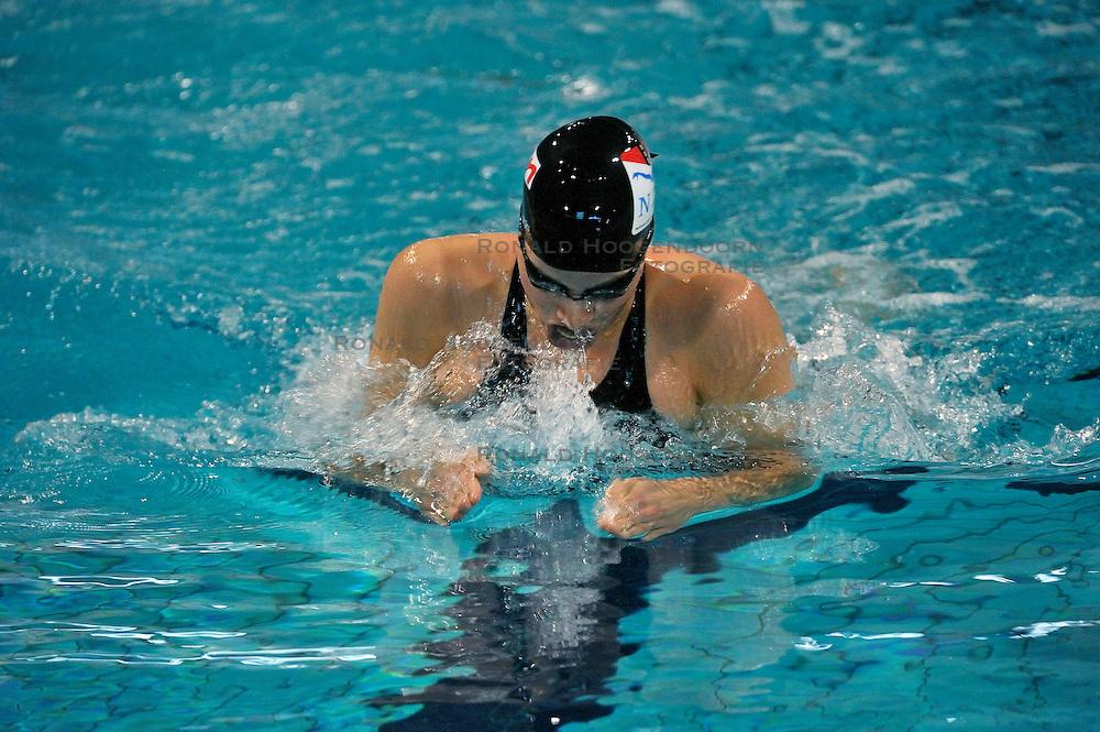 08-04-2011 ZWEMMEN: SWIMCUP: EINDHOVEN<br /> Tessa Brouwer<br /> &copy;2011 Ronald Hoogendoorn Photography