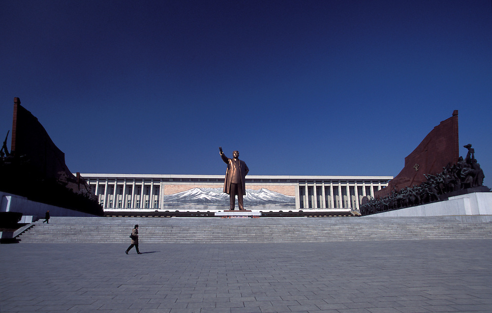 A giant bronze statue of Kim Il Sung dominates a Pyongyang hilltop...copyright: Jeremy Horner 2004