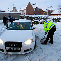Perthshire Snow & Ice....05.01.10<br /> Tayside Police constables Brian Anderson and Keith Sutherland help to dig a motorist out of the snow and ice in Auchterarder this morning<br /> Picture by Graeme Hart.<br /> Copyright Perthshire Picture Agency<br /> Tel: 01738 623350  Mobile: 07990 594431