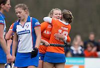 BLOEMENDAAL - Pien Hulsebosch en Eline Florie vieren een doelpunt  van Bloemendaal tijdens de overgangsklasse competitiewedstrijd hockey tussen de vrouwen van Bloemendaal en Zwolle (2-0). COPYRIGHT KOEN SUYK