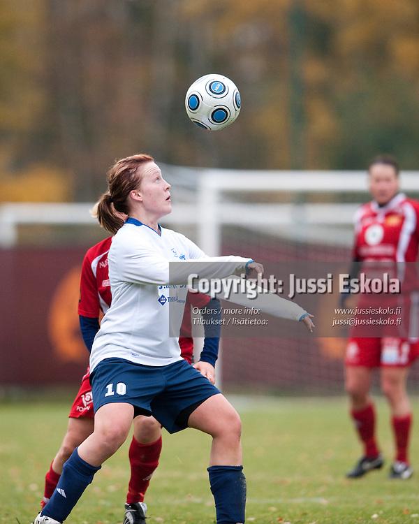 Katariina Henriksson. PuiU - Åland United. Naisten Liiga, Helsinki 18.10.2009. Photo: Jussi Eskola