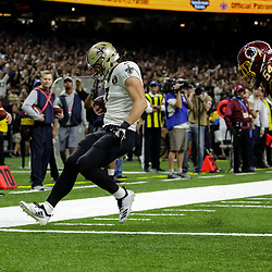 Oct 8, 2018; New Orleans, LA, USA New Orleans Saints specialist Taysom Hill (7) runs past Washington Redskins linebacker Mason Foster (54) during the second half at the Mercedes-Benz Superdome. The Saints defeated the Redskins 43-19.