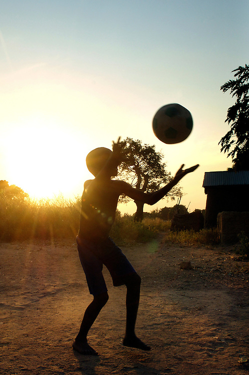 Natitingou November 2006 - Beninese children play football