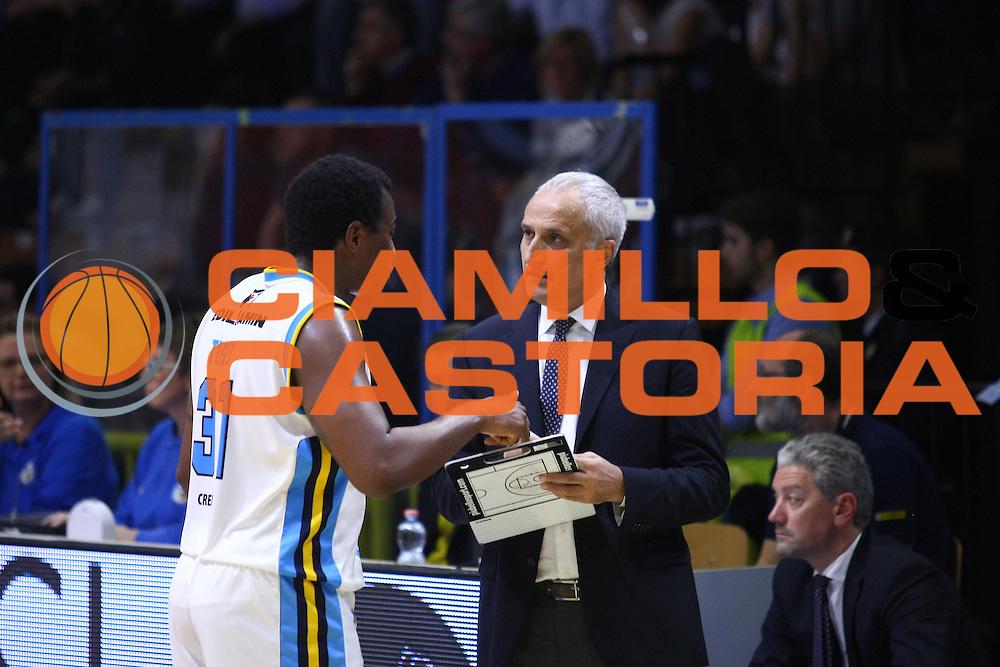 DESCRIZIONE : Cremona Lega A 2015-2016 Vanoli Cremona Acqua Vitasnella Cantu<br /> GIOCATORE : Elston Turner  Cesare Pancotto Coach<br /> SQUADRA : Vanoli Cremona<br /> EVENTO : Campionato Lega A 2015-2016<br /> GARA : Vanoli Cremona Acqua Vitasnella Cantu<br /> DATA : 03/04/2016<br /> CATEGORIA : Coach<br /> SPORT : Pallacanestro<br /> AUTORE : Agenzia Ciamillo-Castoria/F.Zovadelli<br /> GALLERIA : Lega Basket A 2015-2016<br /> FOTONOTIZIA : Cremona Campionato Italiano Lega A 2015-16  Vanoli Cremona Acqua Vitasnella Cantu<br /> PREDEFINITA : <br /> F Zovadelli/Ciamillo
