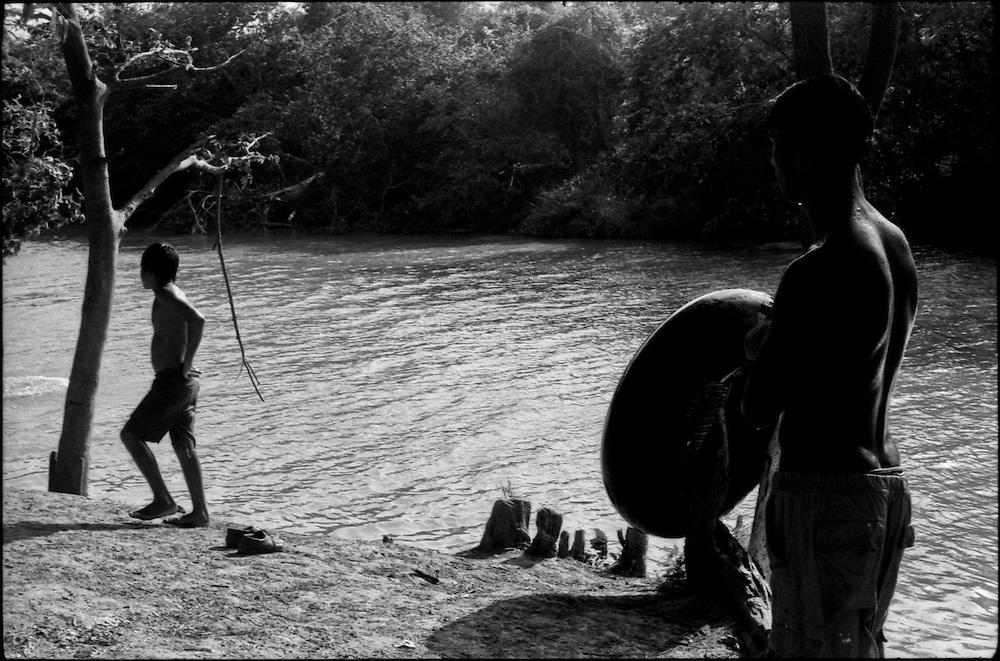 MISCEL&Aacute;NEAS<br /> Photography by Aaron Sosa<br /> Riberas del Rio Unare<br /> Clarines, Estado Anzoategui<br /> Venezuela 2001<br /> (Copyright &copy; Aaron Sosa)